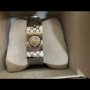 Gucci Bracelet watch authentic !